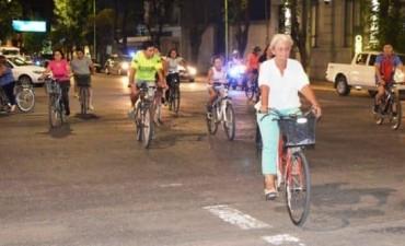 "Cerca de 100 personas participaron de ""Noche Sobre Ruedas"""
