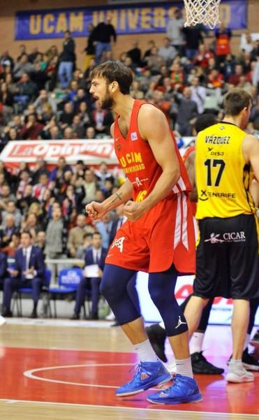 Buen juego de Marcos Delía en el triunfo del Murcia ante Tenerife