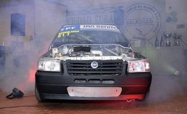 Lucas Barbalarga presentó el auto con el que competirá en el Turismo Pista