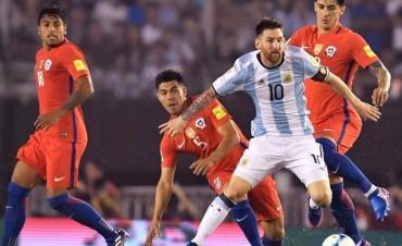 Sufriendo, Argentina le ganó a Chile con lo justo y se metió en zona clasificatoria para el Mundial de Rusia 2018