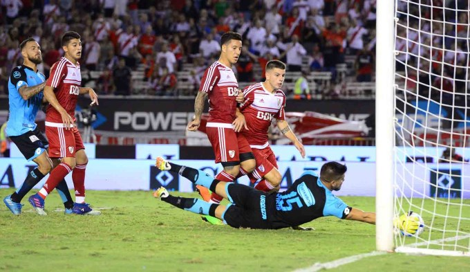 El increíble gol que se perdió Andrade con el arco vacío