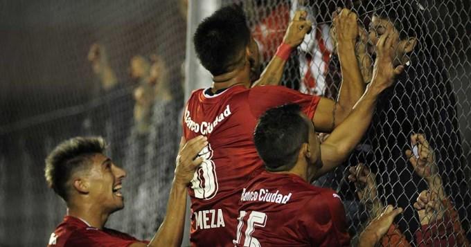 Independiente borró a Racing y se sacó la mufa de local