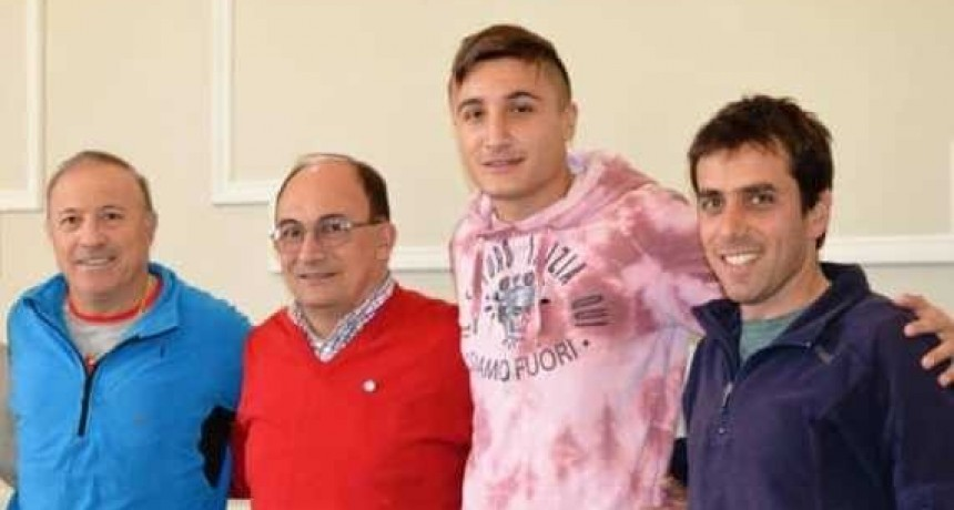 """Nahuel Tenaglia recibió el premio """"Embajador Deportivo de Saladillo 2017"""""""