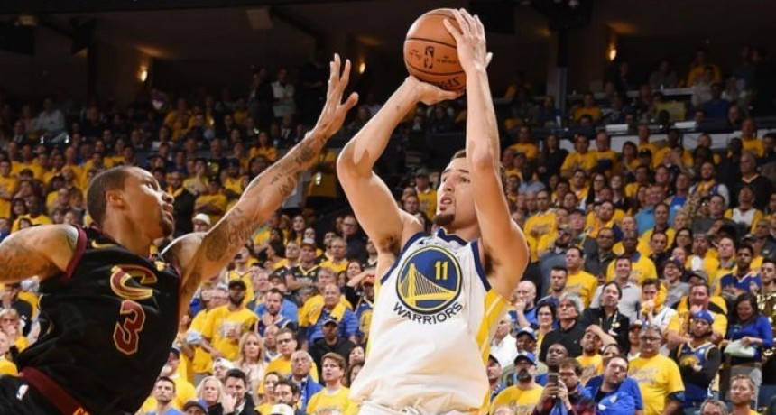 Golden State como local derrotó a Cleveland Cavaliers 122 a 103