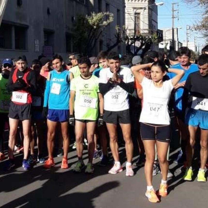 Francisca Almirón fue segunda en el Maratón Aniversario CESUAR