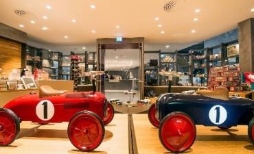 Viaje por la fábrica de sueños del nieto del fundador de Porsche: autos y juguetes en miniatura