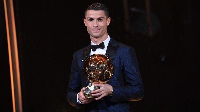Ronaldo ganó su quinto Balón de Oro e igualó a Messi