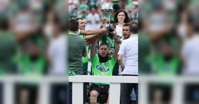 Los sobrevivientes de Chapecoense recibieron la Copa