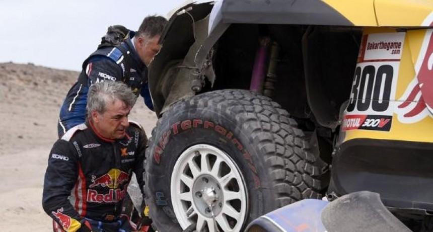 Joan Barreda y Carlos Sainz afuera del Dakar 2019