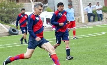 'Escracharon' a Macri en un partido de fútbol: Silbidos, abucheo y
