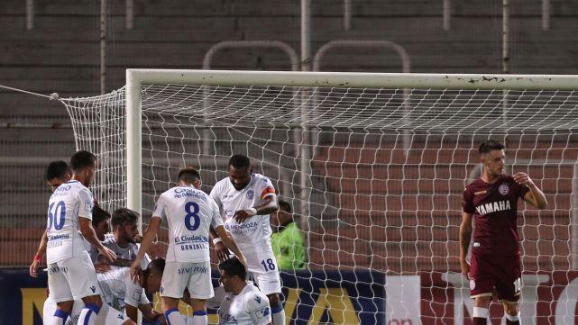 Godoy Cruz goleó a Lanús y sueña con copas