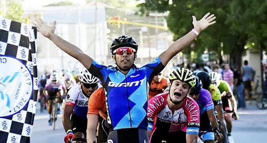 Tomás Cuevas del equipo Giant se quedó con la 3° Etapa de la Doble Bragado.