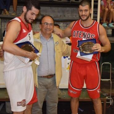 Salomón entregó placas a basquetbolistas
