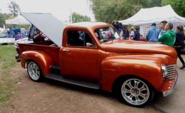 Autos Clásicos y Antiguos en el Auto Show de Cazon
