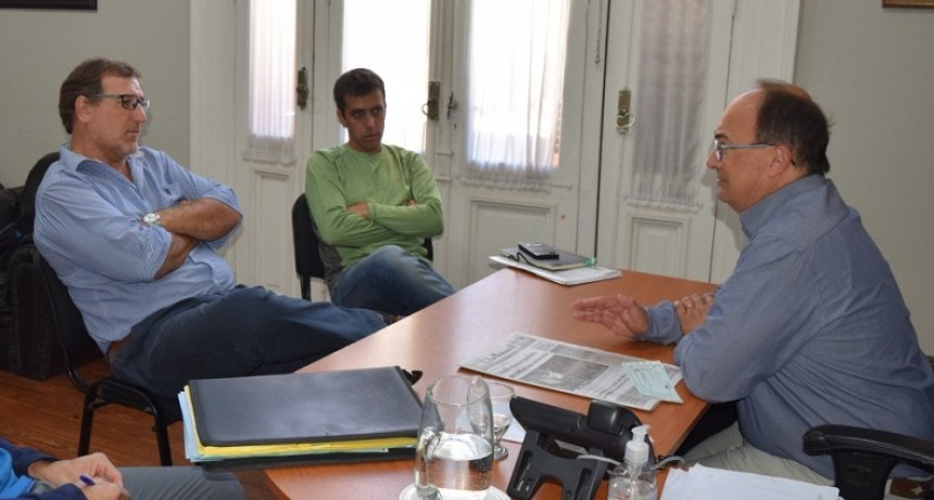 Salomon reunido con directivos del Club Jacobo Urso