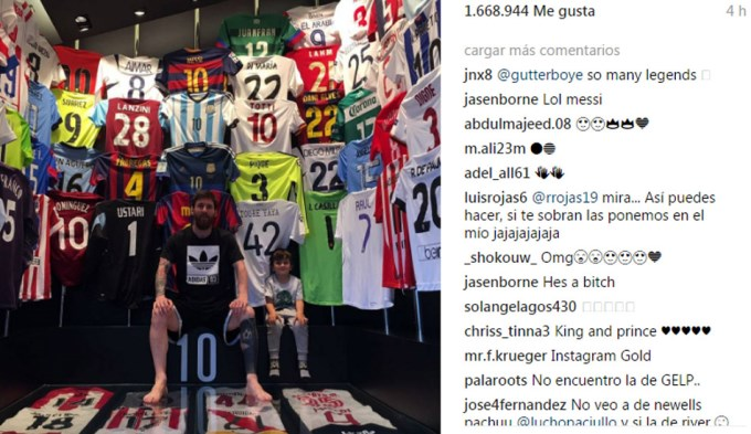 La Pulga mostró en Instagram parte de la enorme cantidad de casacas que  posee en su mansión de Barcelona. Hay de todo  del Real Madrid d4a30377c9c8c