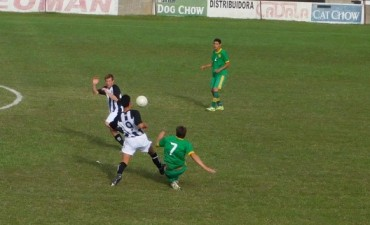 Huracán goleo a La Lola 4 a 1 y se aferra a la punta en primera división