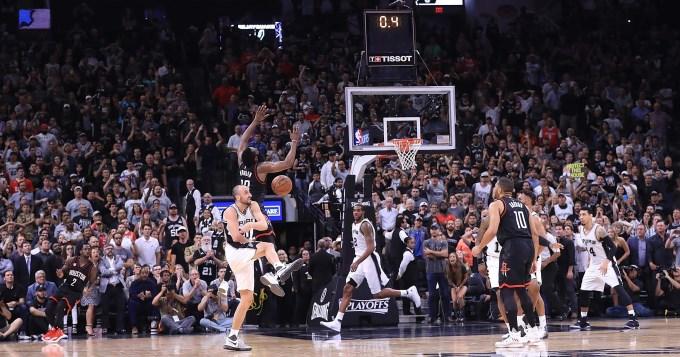 Decisiva participación de Ginóbili para el tercer triunfo de los Spurs sobre Rockets