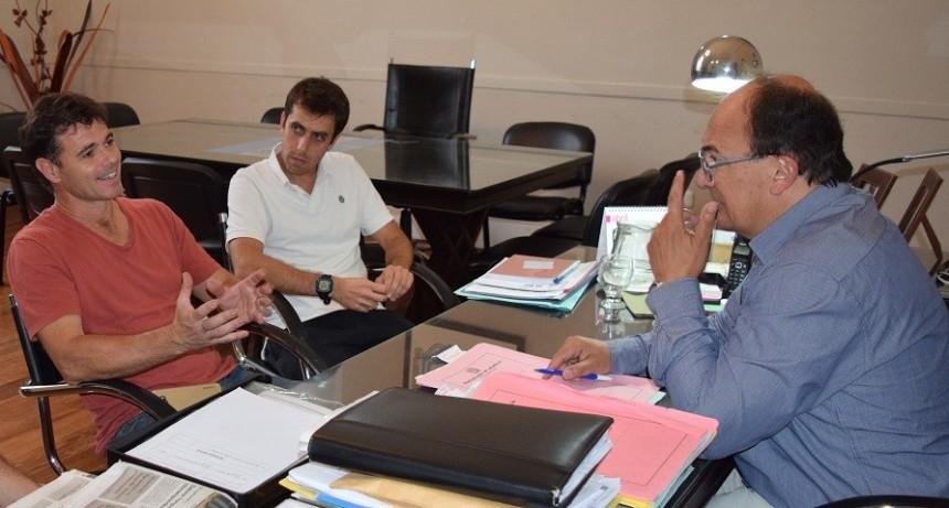Intendente y Director de Deportes se reunieron con autoridades del Club Argentino