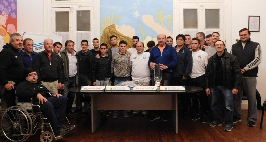 El intendente de Saladillo recibió al equipo y cuerpo técnico campeón del Torneo Federal C