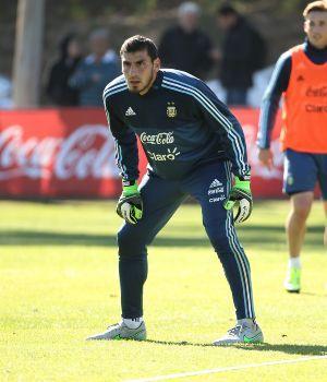 Nahuel Guzmán reemplazará a Romero