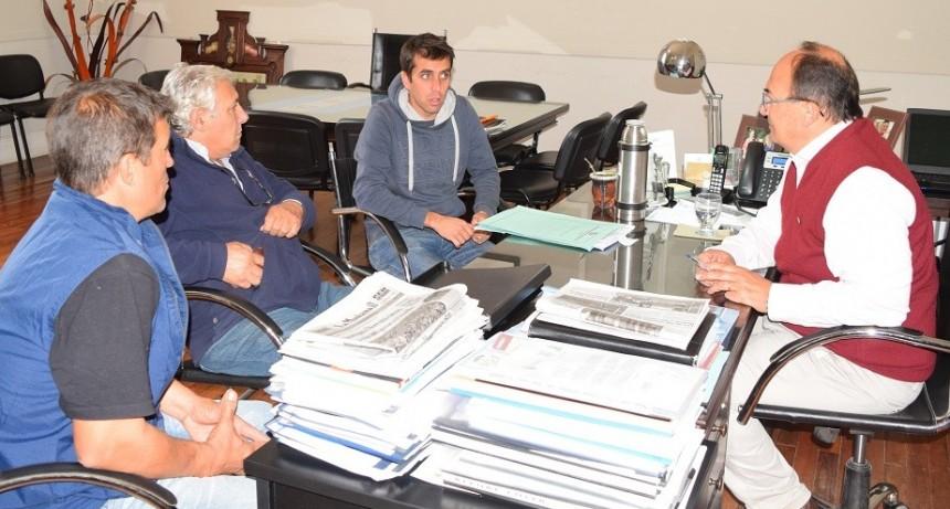 Directivos del Club Argentino priorizaron el recambio lumínico en el estadio