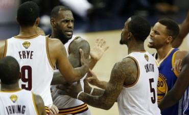 Durant y Curry ponen a los Warriors a un partido del título