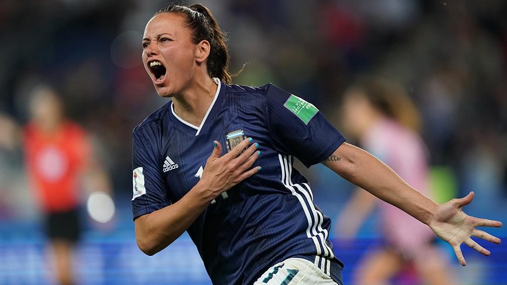 Argentina regresó al país y fue recibida por una multitud, tras el histórico Mundial