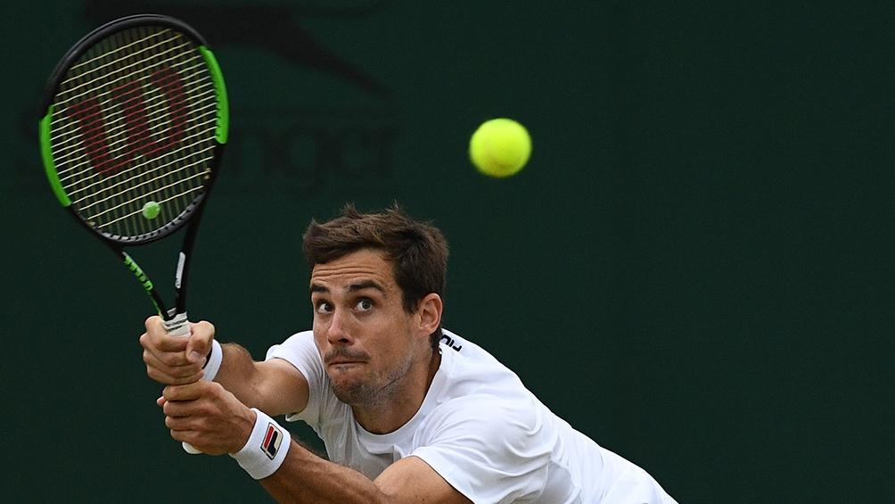 Pella avanzó a cuartos de final de Wimbledon tras una dura batalla ante Raonic