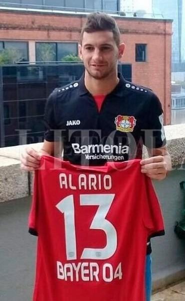 Alario ya se puso la del Bayer y firmó el contrato, pero River lo niega