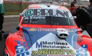 Juan M. Bruno larga la final del TC Pista desde el fondo de la fila