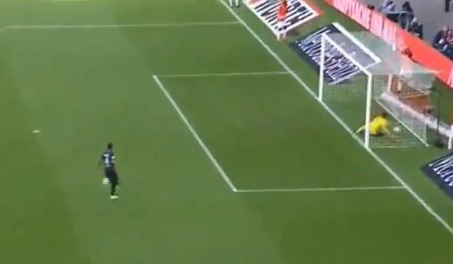 Acá está el gol más insólito del año
