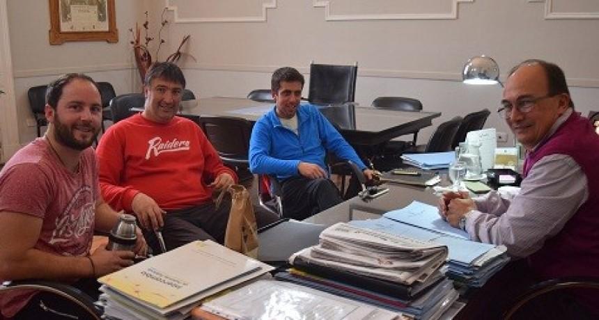 Intendente de Saladillo se reunió con directivos del Club Apeadero