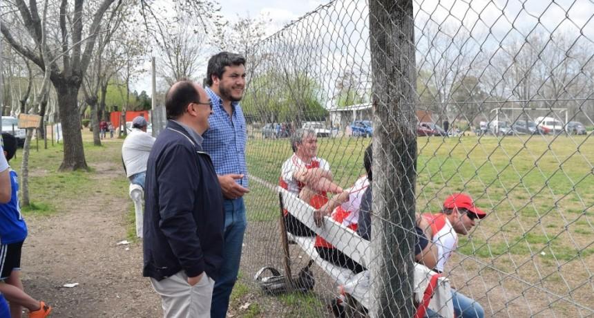 Salomón observó partido de semifinales del Torneo de Veteranos en Alvarez de Toledo