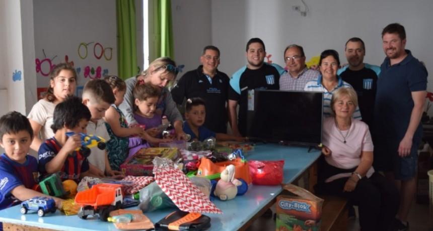 Filial de Racing Club entregó donaciones al CAI de Saladillo Norte