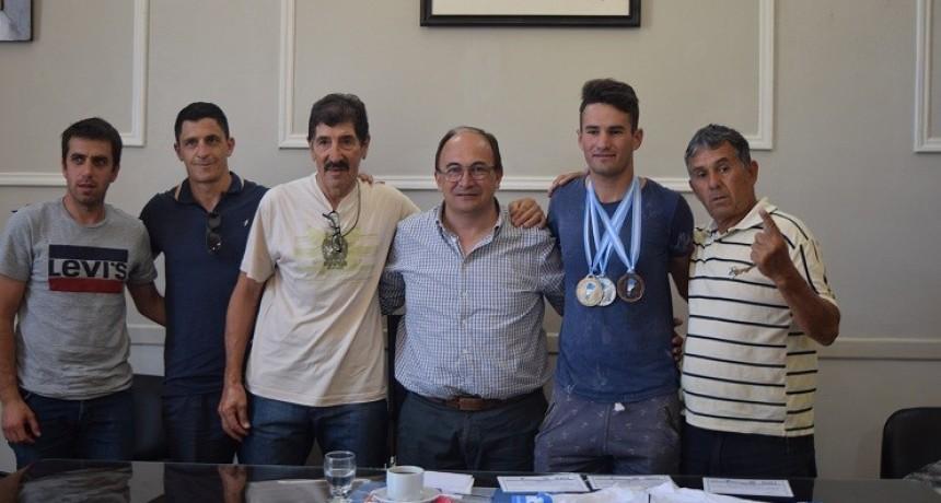 Leandro Burgois fue recibido por el Intendente de Saladillo